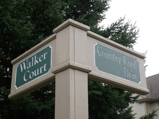 Walker and Country Knoll Street sign in Northville Country Club Village